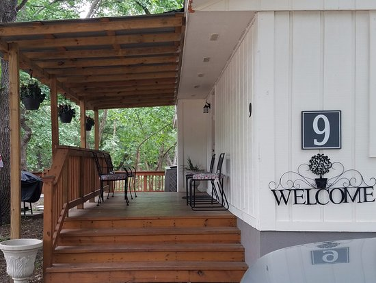 Wimberley, Τέξας: Front Entrance with covered front porch