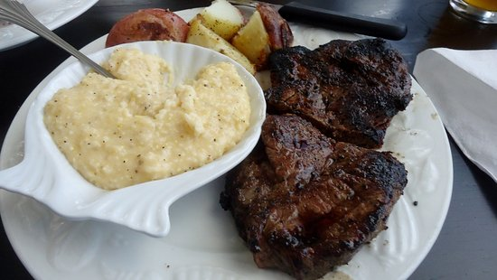 North Topsail Beach, Carolina del Nord: NY Strip steak, new red potatoes & cheesy grits-grits were very good!