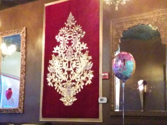 Clarksville, MD: Wall decorations were glittery and pretty