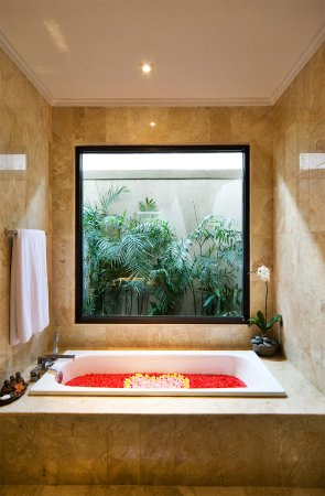 Grand La Villais Villa and Spa Seminyak: Bathroom for Honeymooners