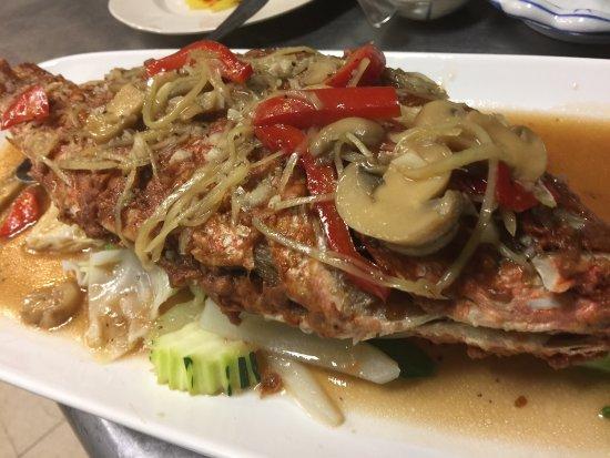 Redington Shores, Floride : Whole fish with different sauces