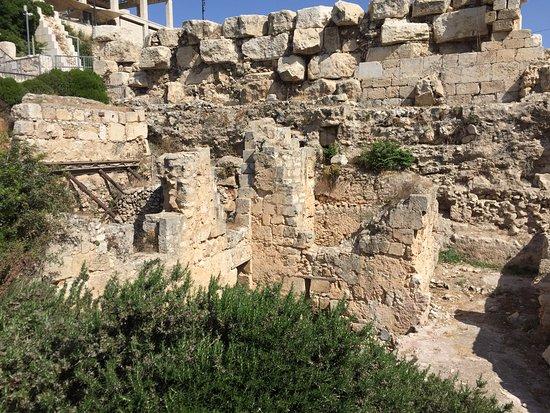 Ophel Archaeological Garden (Yitzhak Ben Youssef Levy Garden): Ophel Archaeological Garden - ruins (2)
