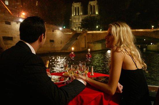 パリで「はい」と言っている結婚提案クルーズ体験