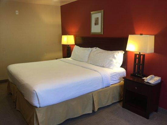 Hawthorne, CA: Bed