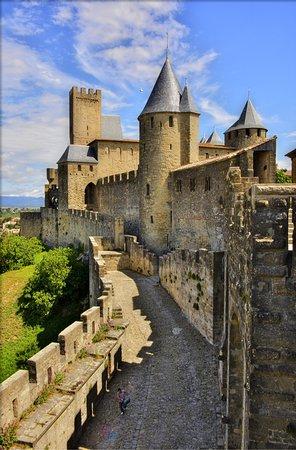 ch teau et remparts de la cit de carcassonne picture of chateau et remparts de la cite de. Black Bedroom Furniture Sets. Home Design Ideas