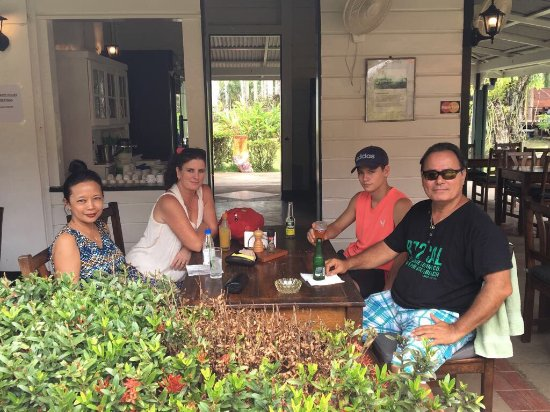 Commewijne District, Surinam : Nice restaurant were you can enjoy good meals and cold and hot drinks. Staff is very friendly.