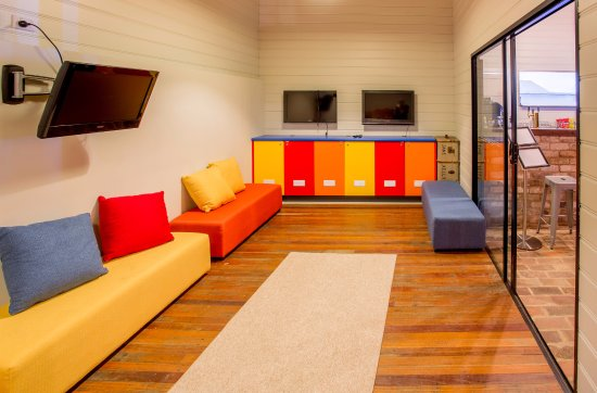 Bermagui, Australien: Kids Playroom, toys, playstation, xbox, TV and chalk board
