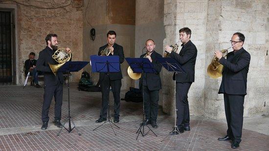 Todi, Italy: musicians in the square