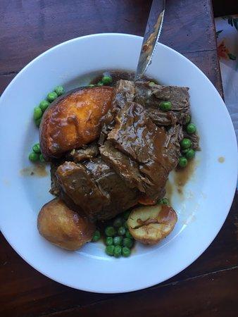 Yungaburra, أستراليا: Best roast beef ever Anywhere in Australia and the waitress knew it!