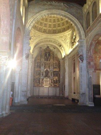 San Roman Church : altar y cupula