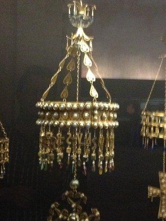 San Roman Church : las coronas