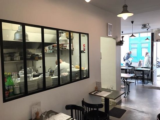 cuisine ouverte - Picture of Le Monte-Charge, Levallois-Perret ...