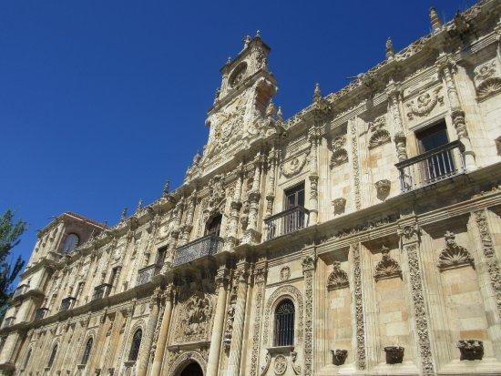 Antiguo Convento de San Marcos: main facade - 1