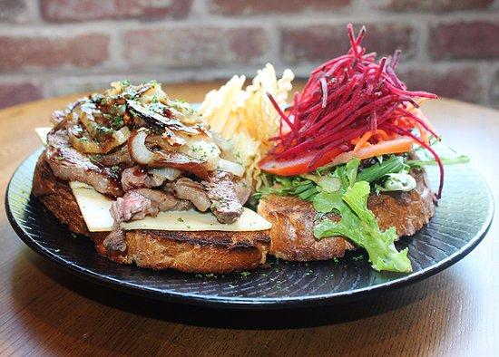 Nerang, Australië: 4211 Steak Sandwich
