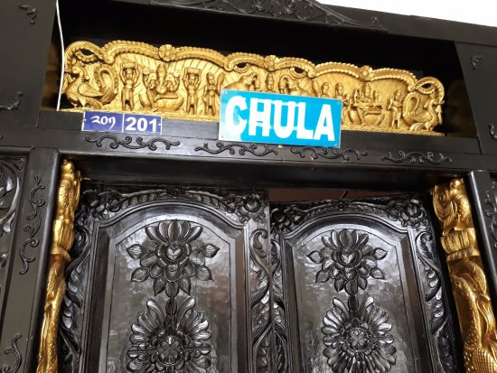 Chula Restaurant: entrance of the hotel
