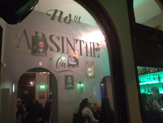 Absinthe tapas bar budapest 7e arrondissement quartier for Absinthe salon utah