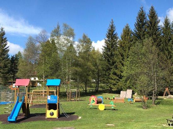 Bellamonte, Włochy: il parco giochi, appena fuori dal campeggio