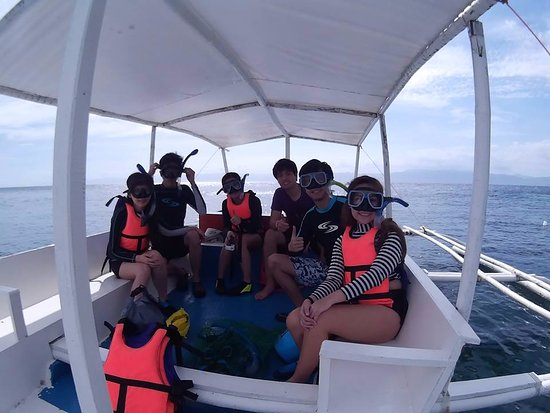 Pescador Island: Group Photo before snorkeling
