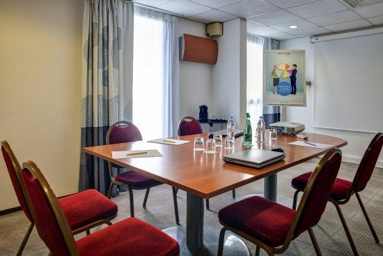 Novotel paris suresnes longchamp updated 2017 prices hotel reviews france tripadvisor - 7 rue du port aux vins 92150 suresnes ...