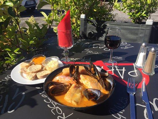Rocbaron, Francia: La magnifique marmite du pêcheur en terrasse au soleil !!!