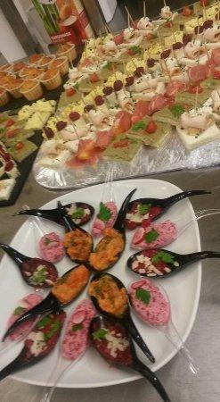 Meylan, France: Préparation buffet dînatoire fait maison