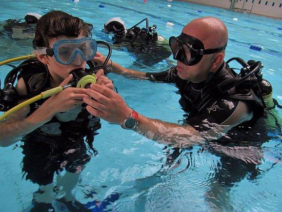Lahinch, Irlanda: Minimum age for scuba is 8