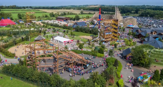 Ashbourne, Ierland: Aerial View of Tayto Park