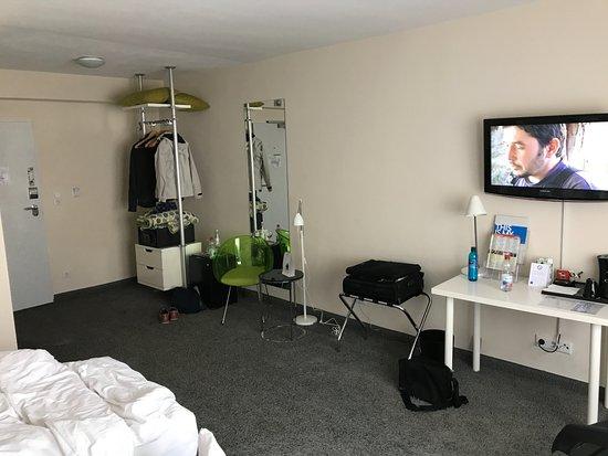Zimmer ohne schrank bild von tryp by wyndham frankfurt for Schrank stufe 0