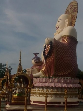 Wat Plai Laem: Buda sorridente
