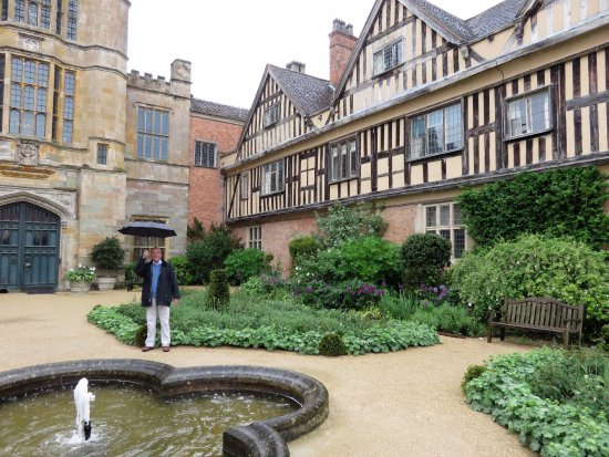 Alcester, UK: Coughton Court in the rain