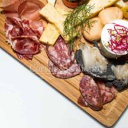 Tremestieri Etneo, Italy: salumi e formaggi siciliani