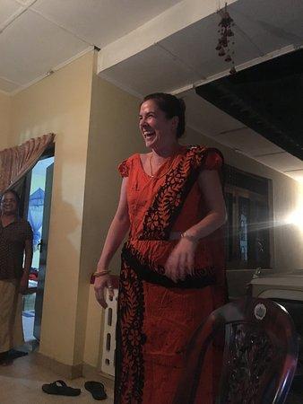Mawanella, Sri Lanka : trying out Sri Lankan dresses