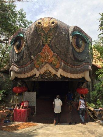 Sam Phran, Thailand: Очень добрая Черепаха