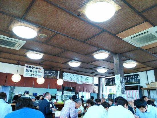Miyakonojo, Japón: ランチタイムの店内風景