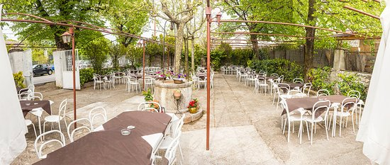 Basovizza, Itália: giardino
