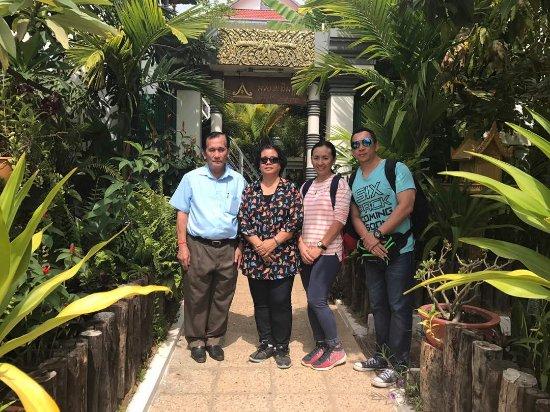 Asanak D'Angkor Boutique Hotel: Family photos of our tour of Seim Reap