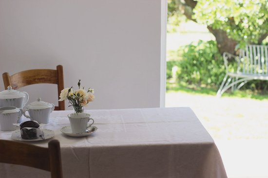 Stanford, South Africa: Sixpence cottage - self catering - view of garden
