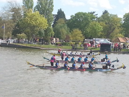 Oulton Broad, UK: Drogon Boat Racing