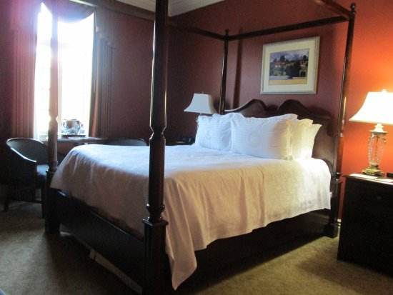 River Inn of Harbor Town: Lovely and comfortable 4 poster