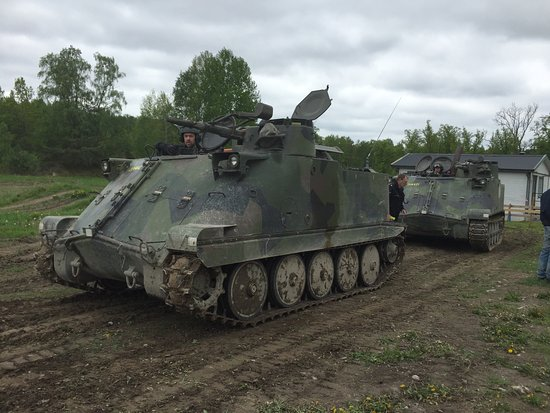 family day ride an armoured vehicle picture of arsenalen