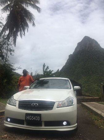 Gros Islet, St. Lucia: Very nice car, spacious and A/C