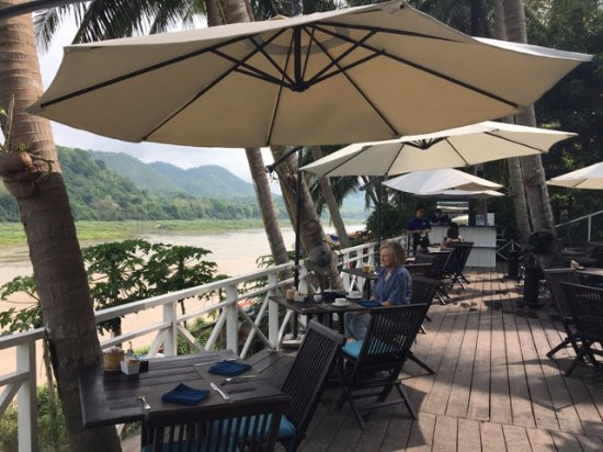 The Belle Rive Boutique Hotel: Breakfast on the Mekong