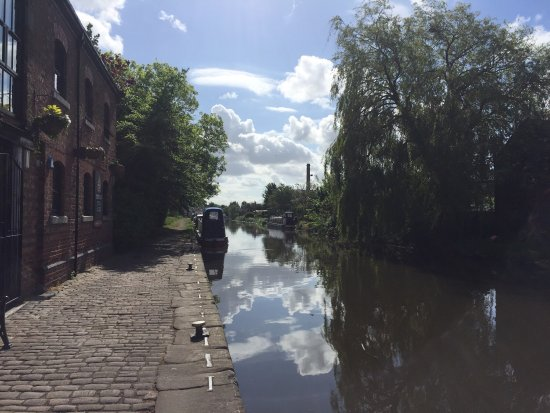 Burscough, UK: Jack & Gin by the canal