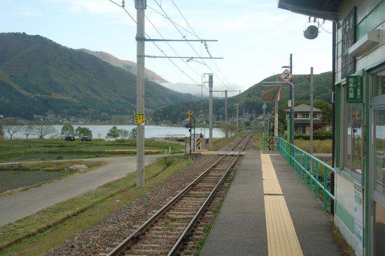 Omachi, Japón: 稲尾駅から見える木崎湖