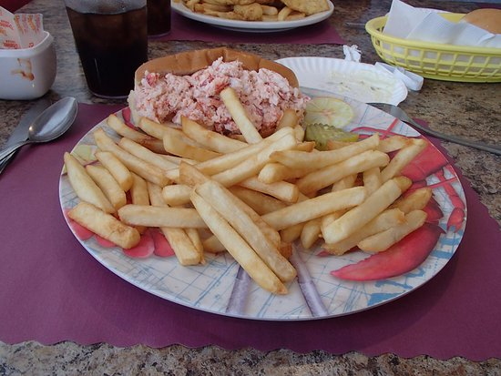 Charlie's Place : Lobster roll, not loaded with mayo