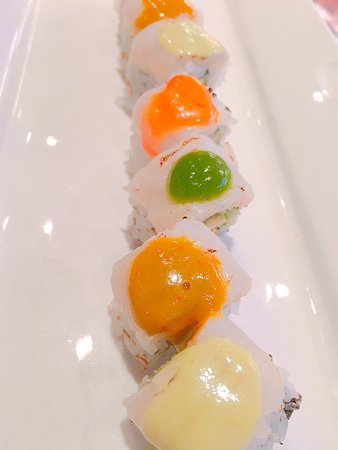 Jimmy Wan's Restaurant and Lounge : Sushi Roll