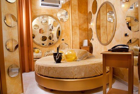 Marina di Varcaturo, Italy: junior suite gold