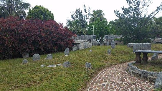 St. George, Bermuda: graveyard surrounding church