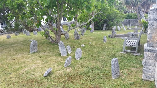 St. George, Bermuda: graveyard surrounding church