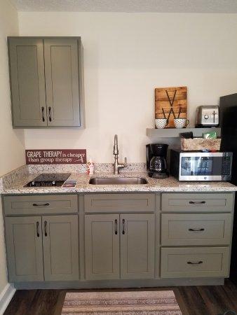 Geneva, OH: Mini kitchen